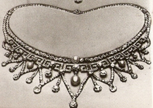The necklace given to Elizabeth Bowes-Lyon as a wedding present from her husband, the future King George VI