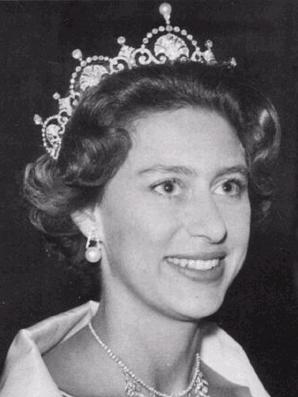 Princess Margaret wears the Lotus Flower tiara in the traditional fashion at a state dinner.
