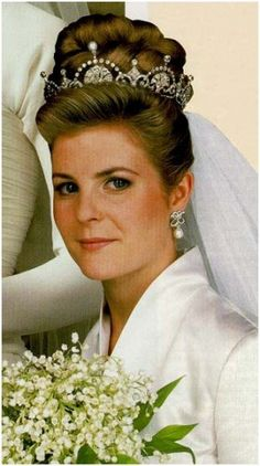Serena Stanhope wears the Lotus Flower tiara for her 1993 wedding to Viscount Linley, son of Princess Margaret